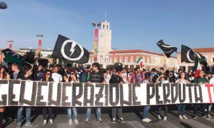 Blocco Studentesco Latina, oltre 300 studenti in piazza per dire «No a Governo dei Baroni»