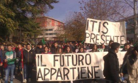 L'Aquila: Blocco Studentesco, più di 600 studenti in corteo