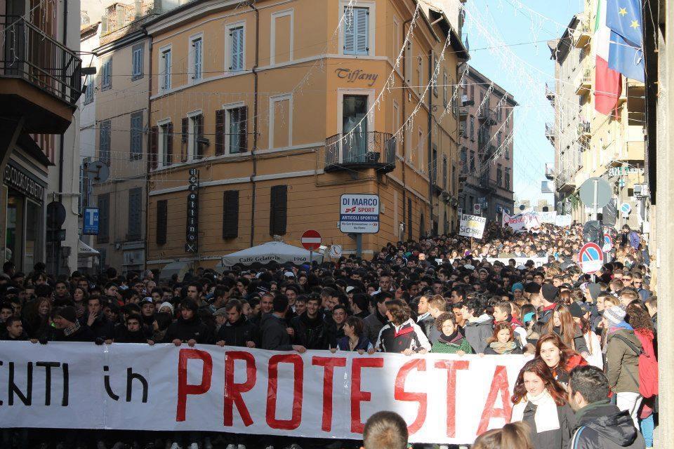 Viterbo: Blocco Studentesco partecipa a un corteo unitario ...
