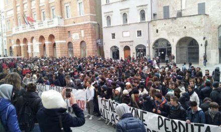 Foligno: Blocco Studentesco in piazza con 2000 studenti contro ddl ex Aprea e governo Monti