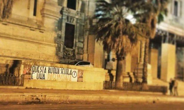 """Blocco Studentesco:""""Renzi pagliaccio"""" centinaia di striscioni in tutta Italia contro la """"buona scuola"""""""