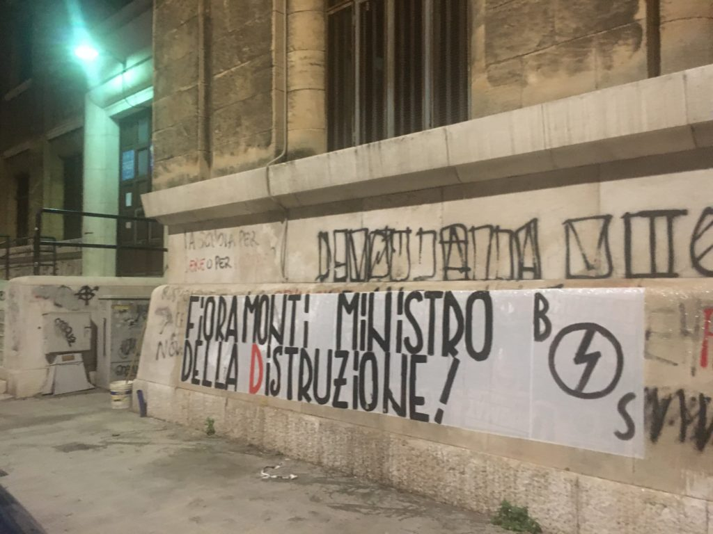 blocco studentesco azione contro ministro lorenzo finamonti greta ambiente distruzione bari