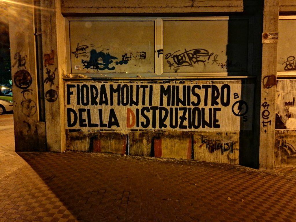 blocco studentesco azione contro ministro lorenzo finamonti greta ambiente distruzione la spezia