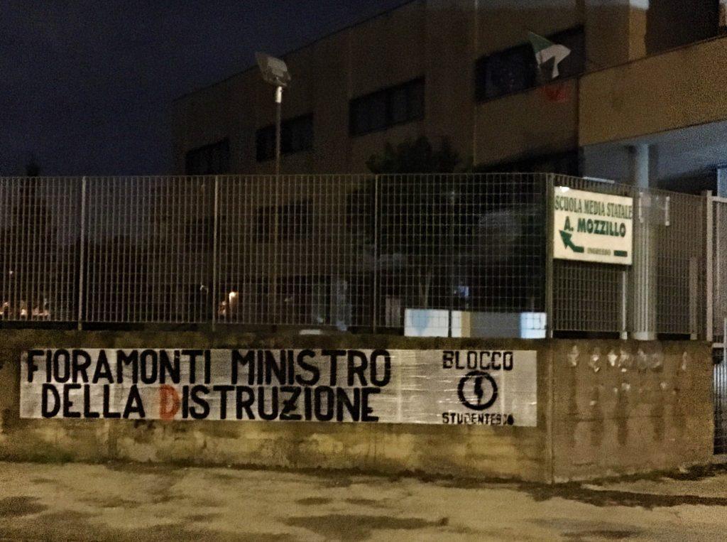 blocco studentesco azione contro ministro lorenzo finamonti greta ambiente distruzione napoli