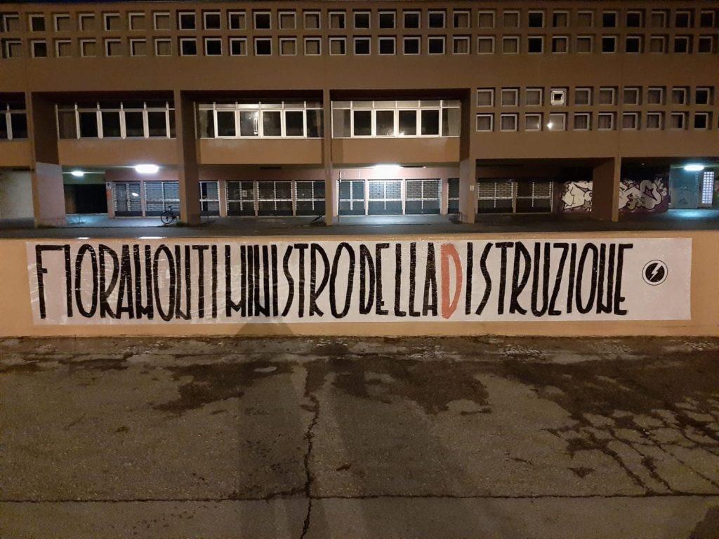 blocco studentesco azione contro ministro lorenzo finamonti greta ambiente distruzione pesaro