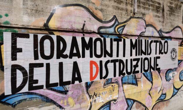 Blocco Studentesco: striscioni in tutta Italia contro il ministro dell'istruzione Lorenzo Fioramonti