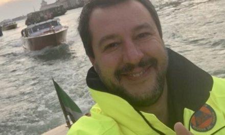 Volontariato del selfie: il bisogno di essere visti
