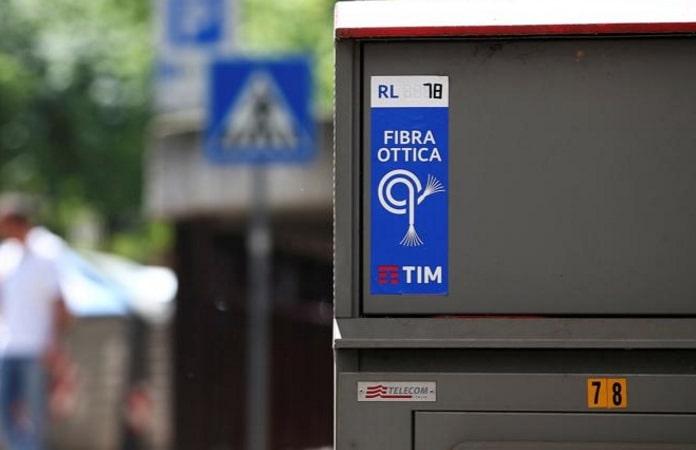 fibra italiana a stelle e strisce blocco studentesco