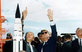 """JFK: UNA """"SFIDA ALLE STELLE"""" CHE PARLA ANCHE ITALIANO"""