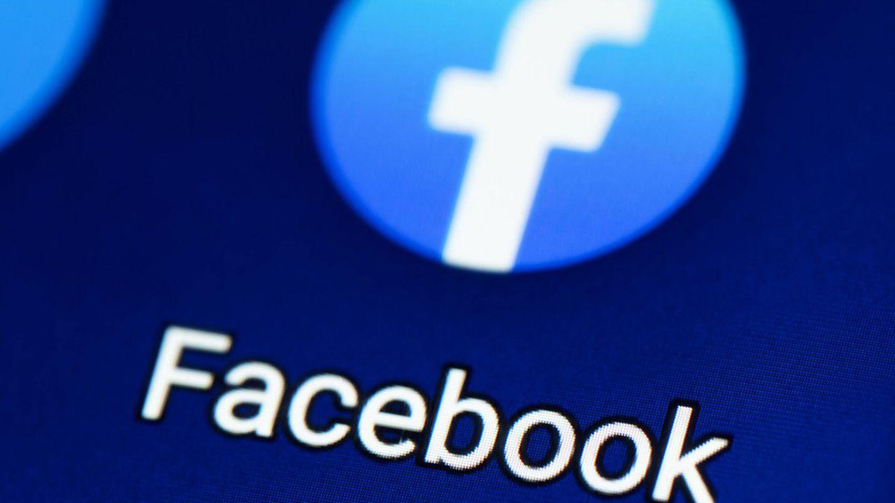 blocco studentesco accuse contro facebook