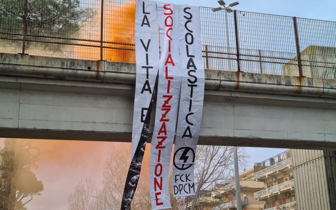 """BLOCCO STUDENTESCO CONTINUA LA CAMPAGNA """"SOCIALIZZAZIONE SCOLASTICA"""" AD OSTIA"""