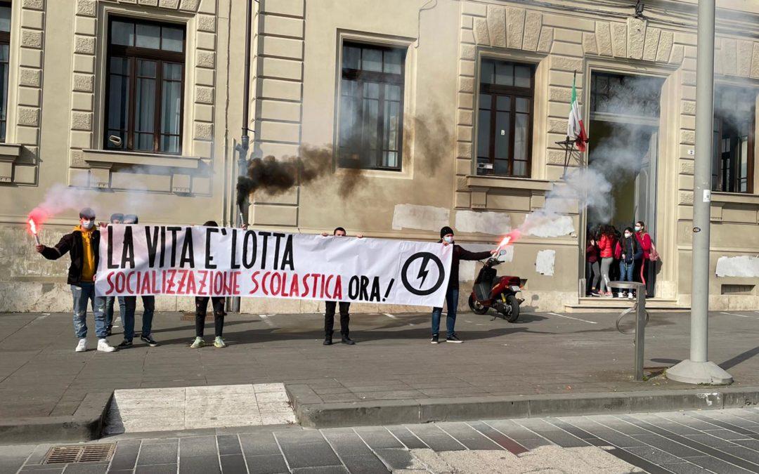 """BLOCCO STUDENTESCO CONTINUA LA CAMPAGNA """"SOCIALIZZAZIONE SCOLASTICA"""" A RIETI"""
