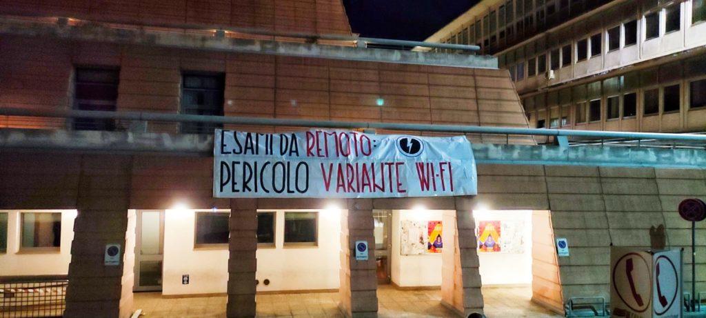 blocco studentesco trieste 30 agosto protesta green pass esami da remoto