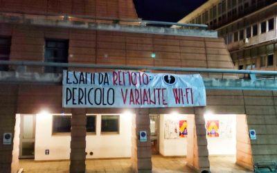 BLOCCO STUDENTESCO PROTESTA CONTRO L'OBBLIGO DI AVERE IL GREEN PASS PER GLI ESAMI DA REMOTO