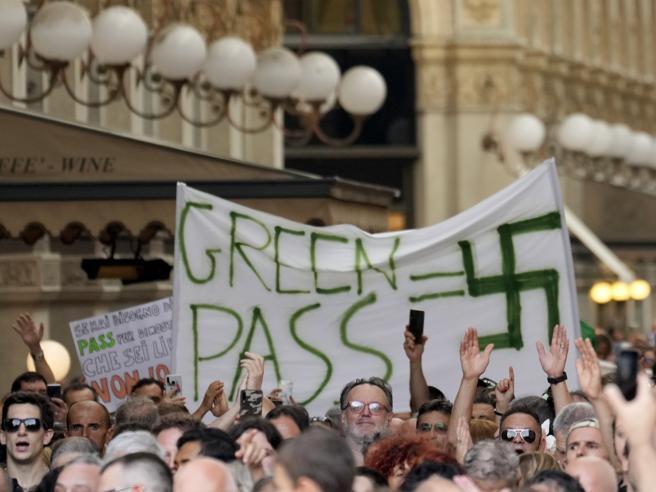 DIRE CHE IL GREEN PASS È NAZISTA NON VI SALVERÀ