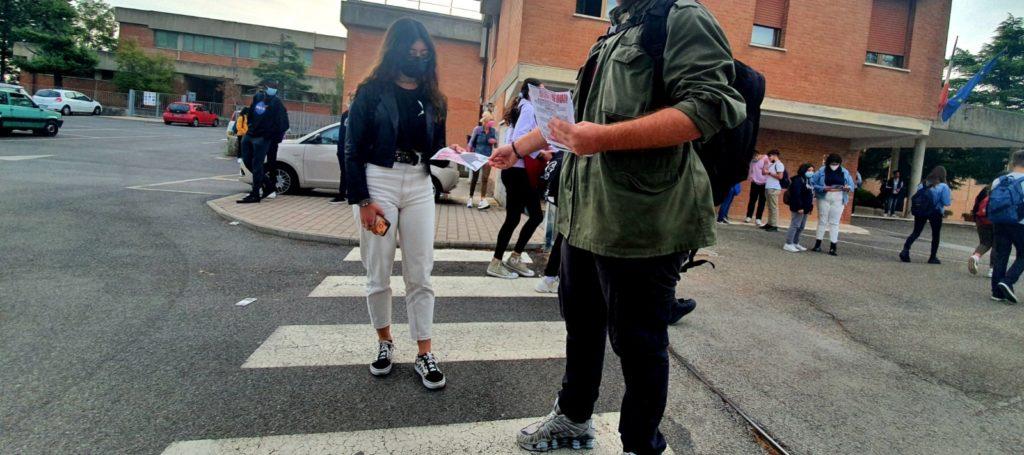 blocco studentesco 2 ottobre banchetto montapulciano