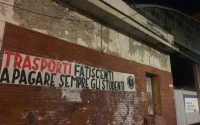 BLOCCO STUDENTESCO NAPOLI PROTESTA PER I TRASPORTI PUBBLICI