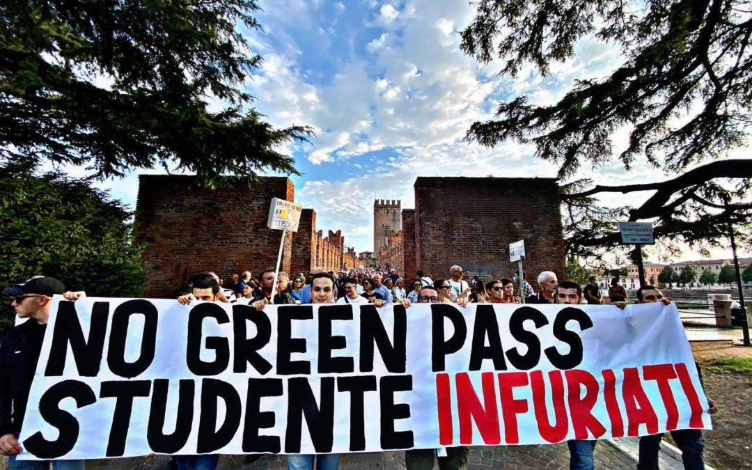 blocco studentesco verona no green pass studente infuriati